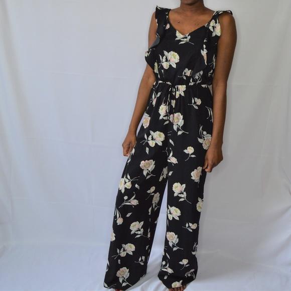 bb8738b101 Xhilaration Floral Jumpsuit. M 5ab1e1fac9fcdf3b997d8a86